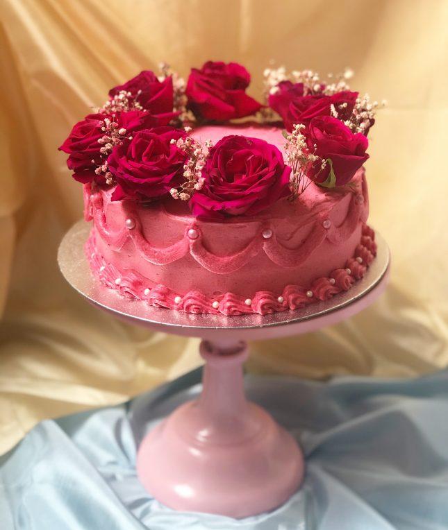 retro kitsch floral cake